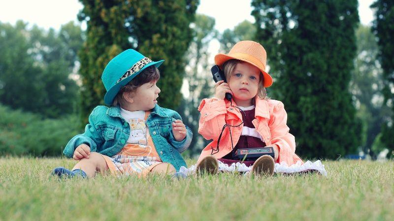 4 Easy ways to encourage pretend play